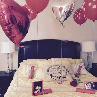 fotografía sorpresa de cumpleaños para amiga con regalos en globos