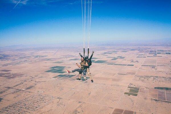 celebrar cumpleaños salto en paracaidas